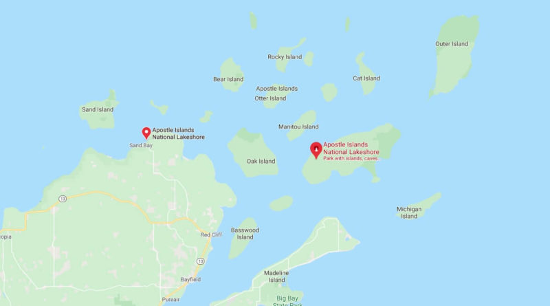 Where is Apostle Islands National Lakeshore? How many islands are in the Apostle Islands?
