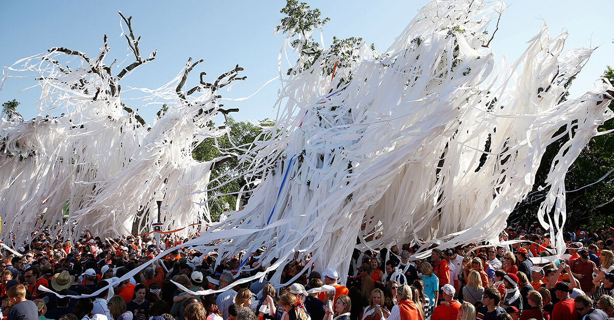 Where is Toomer's Corner? Why do they roll Toomer's Corner?